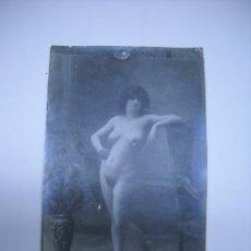 Fotografía antigua: ERÓTICA.ANTIGUA FOTOGRAFIA DESNUDO FEMENINO EN TARJETA TIPO POSTAL LYDIA 19 .SIN CIRCULAR.. Lote 26371074