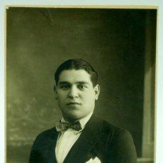 Fotografía antigua: FOTO POSTAL BUSTO CABALLERO TRAJE PAJARITA POSANDO ESTUDIO GOYA Y NADIE MADRID UNION POSTAL UNIVERSA. Lote 26684087