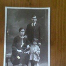 Fotografía antigua: ANTIGUA TARJETA POSTAL FOTOGRAFICA GRUPO FAMILIAR R. TOMITCH COURS BERRIAT GRENOBLE. Lote 28363875