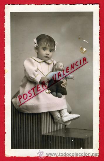 FOTOGRAFIA, FOTO ANTIGUA, JUGUETE , NIÑA CON MUÑECA ,ORIGINAL ,P66603 (Fotografía Antigua - Tarjeta Postal)