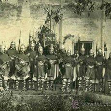 Fotografía antigua: LEGIÓN ROMANA. GRUPO DE CABALLEROS CON DISFRAZ DE ROMANOS. C. 1910. Lote 31357056