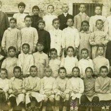 Fotografía antigua: GRUPO ESCOLAR. NIÑOS Y RELIGIOSOS. C. 1900. Lote 31357084