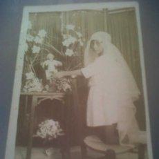 Fotografía antigua: ANTIGUA FOTOGRAFIA TARJETA POSTAL NIÑA 1ª COMUNION NIÑO JESUS AGUAS DE BUSOT ALICANTE . Lote 31665472