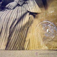 Fotografía antigua: FOTOGRAFIA, TARJETA POSTAL, MUJER SENTADA, ESTUDIO SANCHEZ, VALENCIA, 1909. Lote 31970211