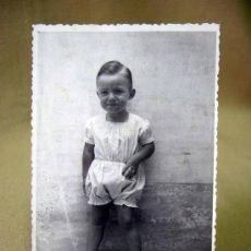 Fotografía antigua: POSTAL, TARJETA POSTAL, NIÑO, TROQUELADA. Lote 32092581