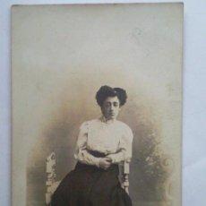 Fotografía antigua: FOTOGRAFIA POSTAL ANTIGUA, JOVEN POSANDO, 1909, ESTUDIO CELEDONIO P. LOPEZ, MADRID. Lote 31971248