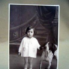 Fotografía antigua: TARJETA POSTAL, POSTAL ANTIGUA, FOTO NIÑO CON PERRO, AGFA. Lote 32449221