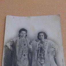 Fotografía antigua: ANTIGUA FOTOGRAFIA TARJETA POSTAL DOS CHICAS CON MANTON DE MANILA ? VILLENA ALICANTE . Lote 34188237