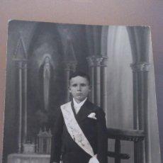 Fotografía antigua: ANTIGUA FOTOGRAFIA TARJETA POSTAL NIÑO PRIMERA COMUNION LUGAR A DETERMINAR. Lote 35010006