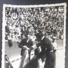 Fotografía antigua: FOTOGRAFIA/TARJETA POSTAL, TORERO REALIZANDO SU FAENA, LUIS VIDAL, VALENCIA, (40). Lote 35929852