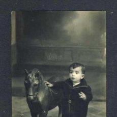 Fotografía antigua: FOTO POSTAL DE UN NIÑO CON CABALLO DE JUGUETE (FOTOGRAFO MANZANO DE LORCA). Lote 37022296