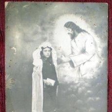 Fotografía antigua: FOTO POSTAL DE PRIMERA COMUNIÓN UNA NIÑA DE LOS AÑOS 20-30-40. Lote 37114569