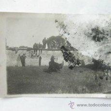 Fotografía antigua: FOTOGRAFIA EN TAMAÑO POSTAL DE UNA CAPEA O CORRIDA EN SALAMANCA - FOTOGRAFO EMILIANO - AÑOS 20. Lote 37627770
