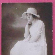 Fotografía antigua: FOTOGRAFÍA DE UNA CHICA CON SOMBRERO. FOTO DEL PINO. 1923.. Lote 38477666