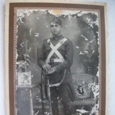Fotografía antigua: FOTO DE ESTUDIO DE MLITAR DE ARTILLERIA, REGTO. Nº 5 , GALA . CON CORREAJE CRUZADO Y SABLE. ZARAGOZA. Lote 38599364