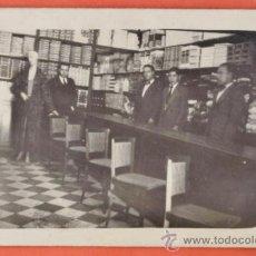 Fotografía antigua: POSTAL FOTOGRAFICA - ++ ¿ LA RECONOCE ? ++ TIENDA ROPA / TEXTIL - SIN + DATOS - AÑOS 30 / 40 -. Lote 39152310