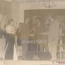 Fotografía antigua: BADALONA, AÑOS 40 , UNA REPRESENTACION TEATRAL, POSTAL RARA. Lote 40345059