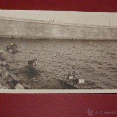 Fotografía antigua: CURIOSA, BONITA Y ANTIGUA FOTOGRAFÍA DE PESCADORES - SIN DETERMINAR -. Lote 40446824