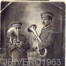 Fotografia antica: POSTAL FOTOGRAFICA, DOS MUSICOS, PADRE E HIJO, RARA. Lote 40778249