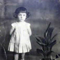 Fotografía antigua: FOTOGRAFIA ANTIGUA, FOTO POSTAL, NIÑA, 1920, 14 X 9 CM. Lote 40871555