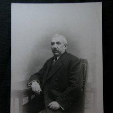 Fotografía antigua: FOTOGRAFÍA CABALLERO SENTADO FOTÓGRAFO JOSÉ ALONSO BARCELONA TARJETA POSTAL SIN CIRCULAR. Lote 40902103