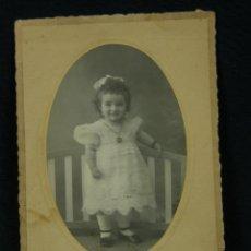 Fotografía antigua: TARJETA POSTAL FOTOGRAFÍA NIÑA EL FERROL 1919 DEDICADA REVERSO FOTÓGRAFO BERNARDINO GONZÁLEZ. Lote 41092954