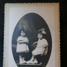Fotografía antigua: CORUÑA DOS NIÑAS HERMANAS FOTÓGRAFO AVRILLÓN SAN ANDRÉS CORUÑA. Lote 41155212