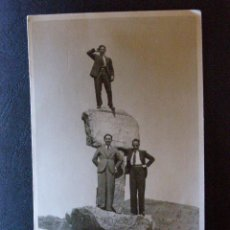 Fotografía antigua: ANTIGUA FOTOGRAFÍA - TRES HOMBRES EN LA CIMA -. Lote 41198003