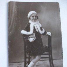 Fotografía antigua: RETRATO DE NIÑA CON ARMIÑO, AÑOS 10 . FOTO : ESQUEMBRE , ELCHE ..... Lote 41471539