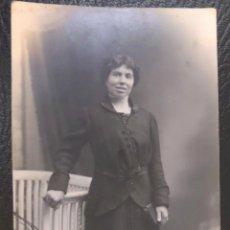 Fotografía antigua: FOTO POSTAL DE MUJER DE 1914. VER FOTOGRAFIA DEL REVERSO, ESTA FECHADA EN ARGENTONA.. Lote 42619688