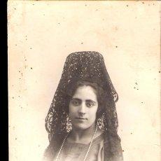 Old photograph - Joven con mantilla. Celedonio. Fotografo. Bola,11. Madrid. - 42757071