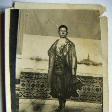 Fotografia antica: VIEJA POSTAL DE UN HOMBRE DISFRAZADO DE MUJER. Lote 42872433