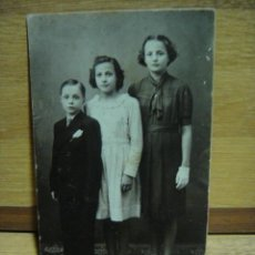Fotografía antigua: HERMANOS - . Lote 43326125