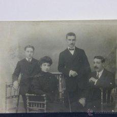 Fotografía antigua - fotografía retrato familia 3 señores y una señora 14 x 9 cm calado fotografía modelo - 43331663