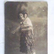 Old photograph - ANTIGUA FOTOGRAFIA POSTAL, JOVEN CON MANTILLA - 43752680