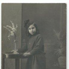 Fotografía antigua: FOTOGRAFIA ANTIGUA DE UNA NIÑA DE 1922. Lote 44032314