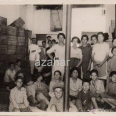 Fotografía antigua: TENERIFE, 1932, OPERARIAS EN UN ALMACEN, POSTAL FOTOGRAFICA. Lote 44378463