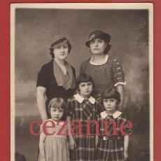 Fotografía antigua: RETRATO DE GRUPO O FAMILIA. SOMBREROS, VESTIDOS.. Lote 44705169