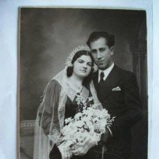 Fotografía antigua: FOTO DE ESTUDIO DE BODA. FOTOGRAFO: ALBENDIZ, SEVILLA, 1933. Lote 45040985