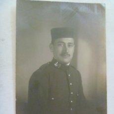 Fotografia antica: MILITAR DEL RGTO. INFANTERIA PAVIA Nº 48 , CON GORRO PANADERO. Lote 45113689