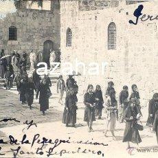 Fotografía antigua: JERUSALEM , 1927, PEREGRINOS ENTRANDO EN EL SANTO SEPULCRO. Lote 45252832