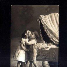 Fotografía antigua: POSTAL FOTOGRÁFICA COLOREADA. HERMANOS . CIRCULADA 1911. Lote 45501871