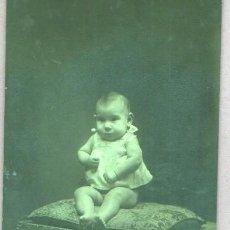 Fotografía antigua: FOTO DE UN BEBE - DEL FOTOGRAFO J. VALLES RAMBLA DE LAS FLORES , 32 . Lote 46134652