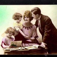 Fotografía antigua: ANTIGUA POSTAL FOTOGRÁFICA FAMILIAR. CIRCULADA 1922. Lote 46737253