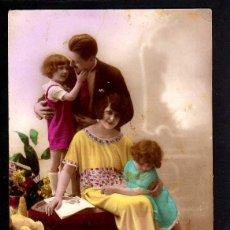 Fotografía antigua: ANTIGUA POSTAL FOTOGRÁFICA FAMILIAR. CIRCULADA 1922. Lote 46737258