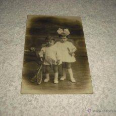 Fotografía antigua: FOTO ANTIGUA DE 2 NIÑOS PEQUEÑOS. FOTOGRAFO A.BARO BARCELONA. Lote 47172881