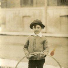 Fotografía antigua: LEOPOLDO CON ARO, 1923. Lote 47294943