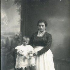 Fotografía antigua: CIUDAD RODRIGO, A.PAZOS, CONCHI APARICIO CON SU AMA. 1913. Lote 47298196