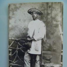 Fotografía antigua: GUERRA DE CUBA : FOTO DE ESTUDIO DE UN MAMBÍ. Lote 218544471