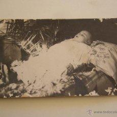 Fotografía antigua: FOTOGRAFÍA POST MORTEM DE UN NIÑO MUERTO. Lote 48756552